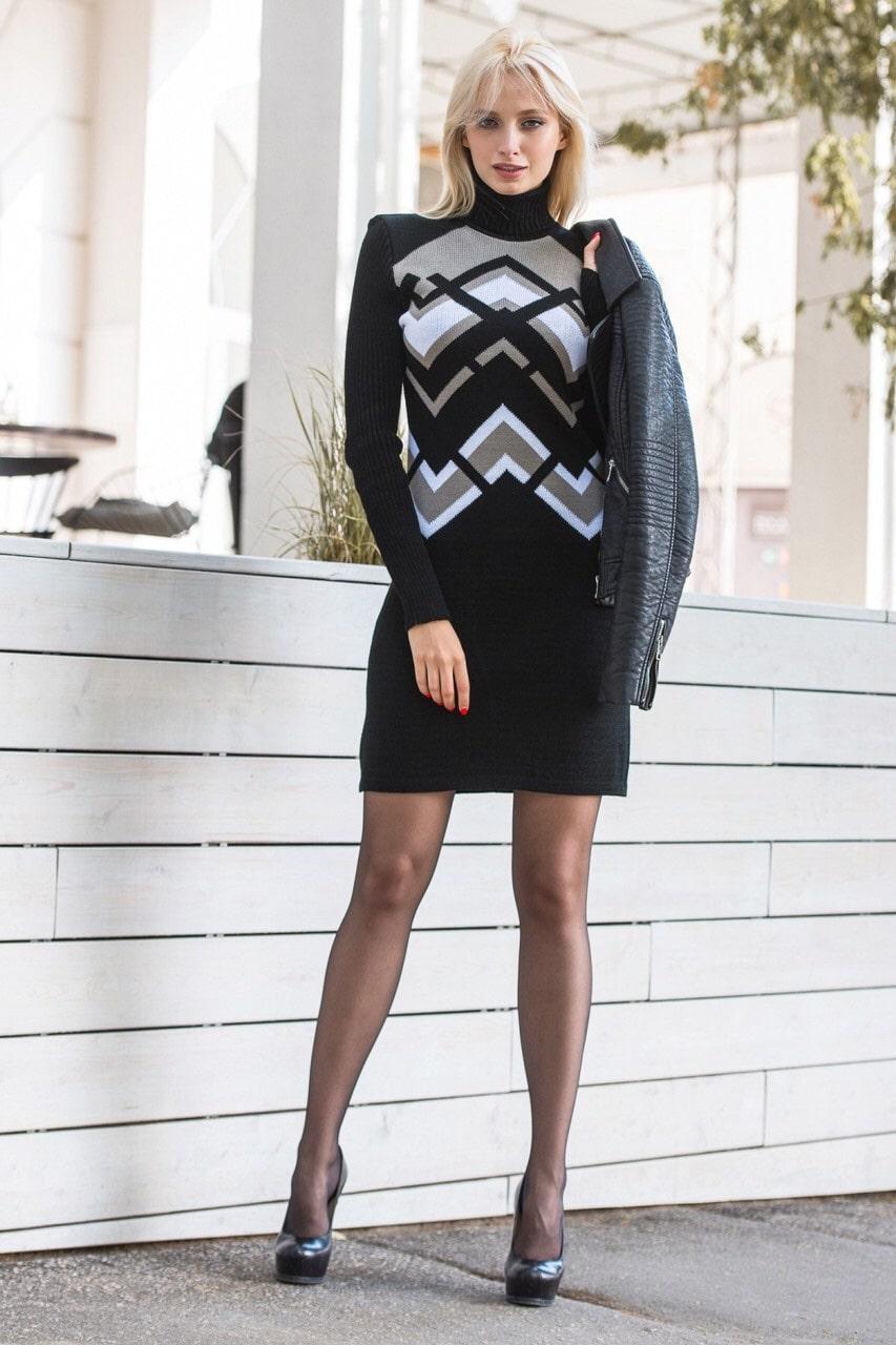Модное теплое платье под горло р 44-50 черный
