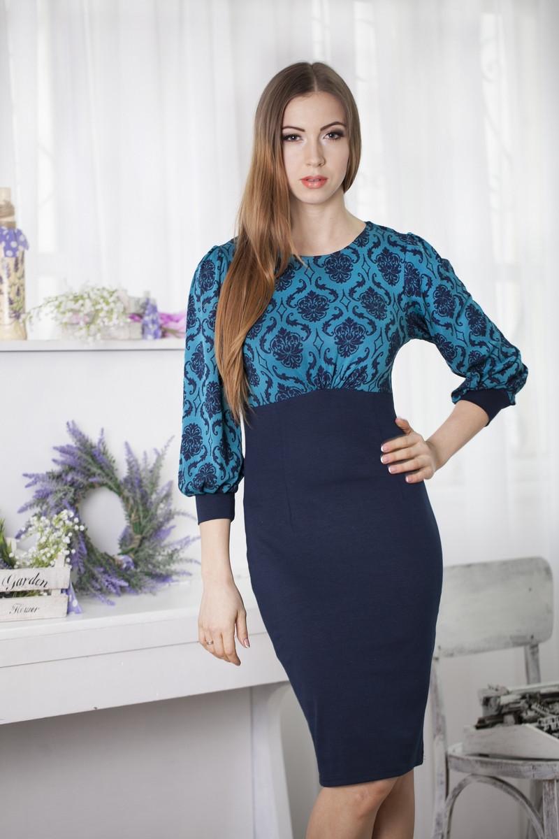 Красивое  трикотажное офисное синее платье с красивыми бирюзовыми узорами, рукав три четверти