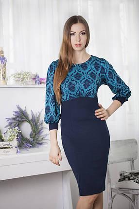 Красивое  трикотажное офисное синее платье с красивыми бирюзовыми узорами, рукав три четверти, фото 2