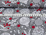 Лоскут ткани с шишками и красными ягодами на сером фоне №946, фото 3