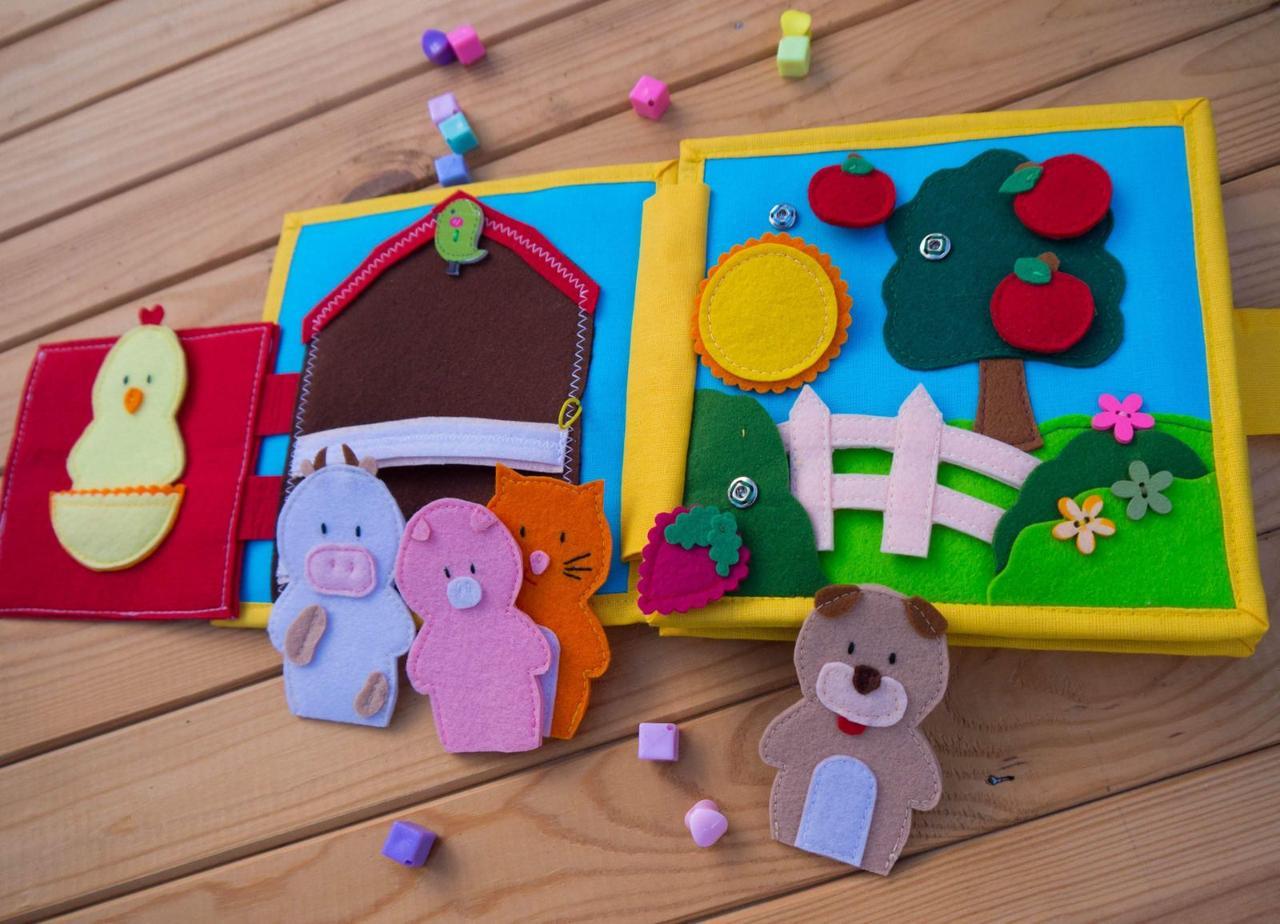Книжечка-игрушка для детей развивающая 6