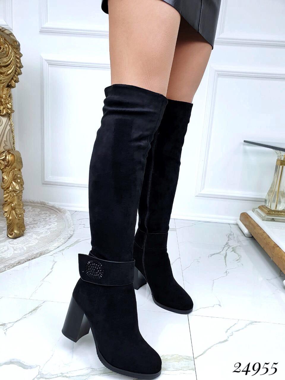 Зимние ботфорты на каблуке ремешок украшение