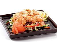Теплый салат с лососем в соевом соусе