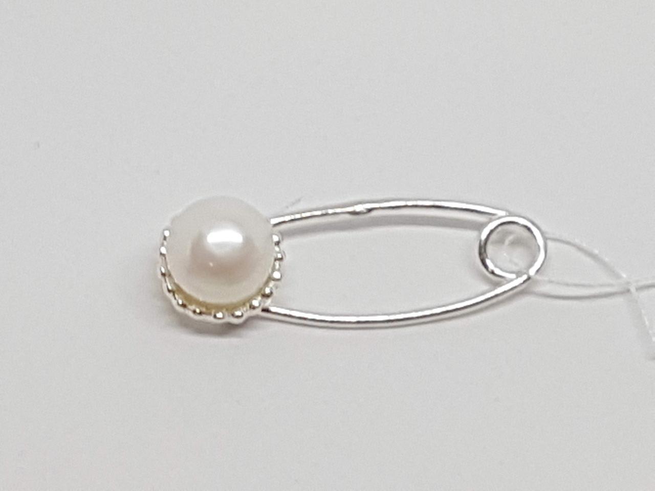 Срібна брошка-шпилька з перлами. Артикул 7048-34