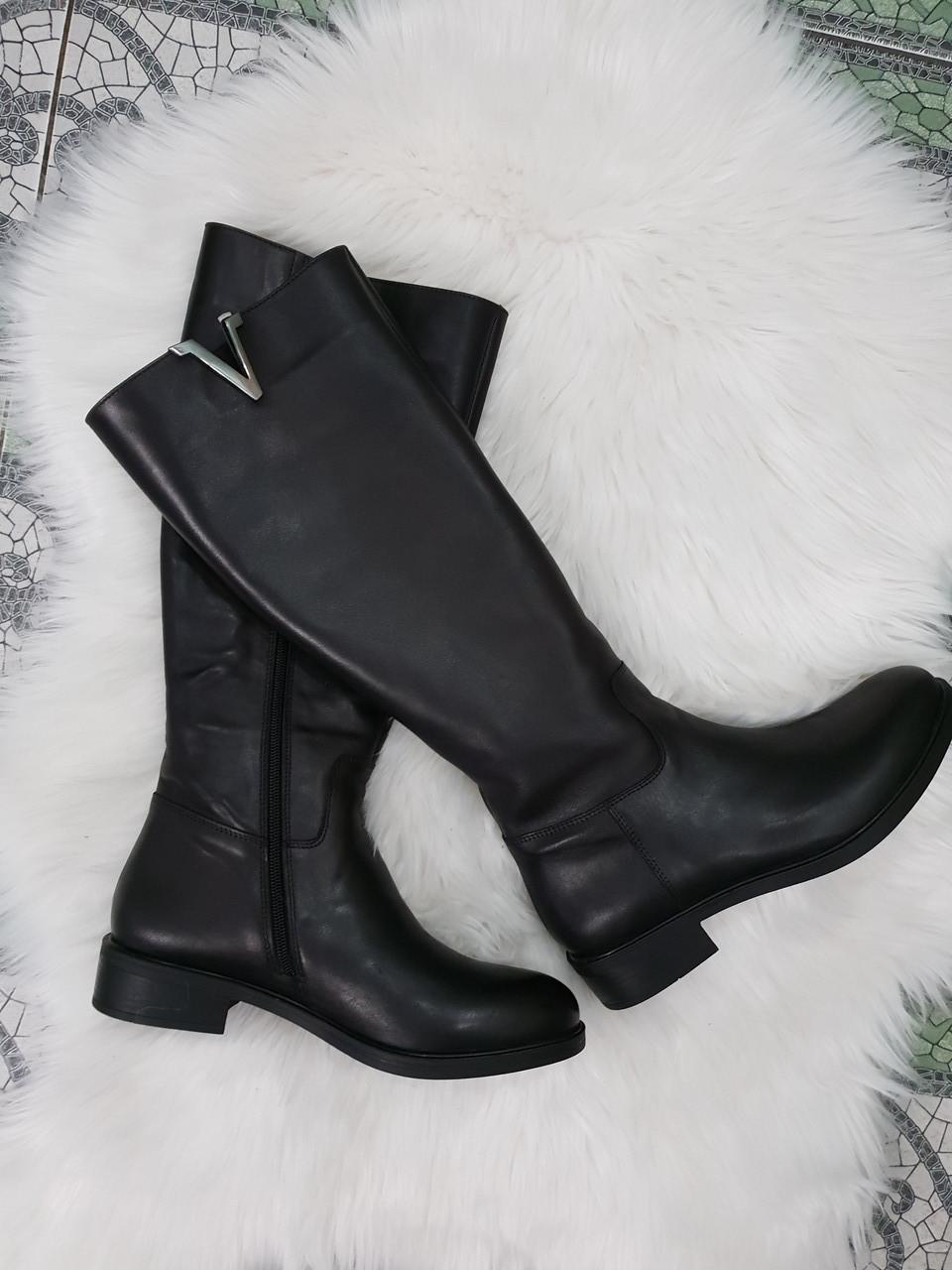 Женские стильные кожаные зимние сапоги