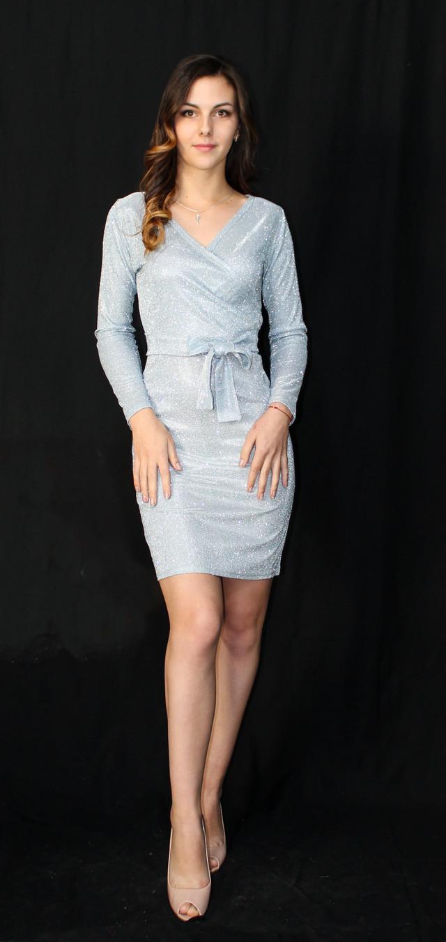 Роскошное блестящее платье по колено на запах