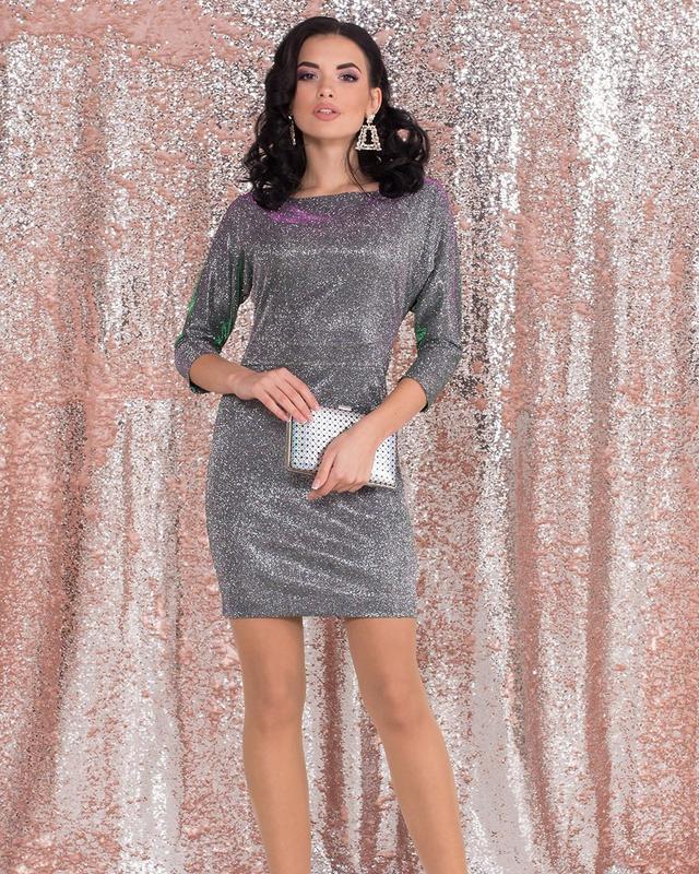 Блискуче плаття до середини стегна з рукавом три чверті