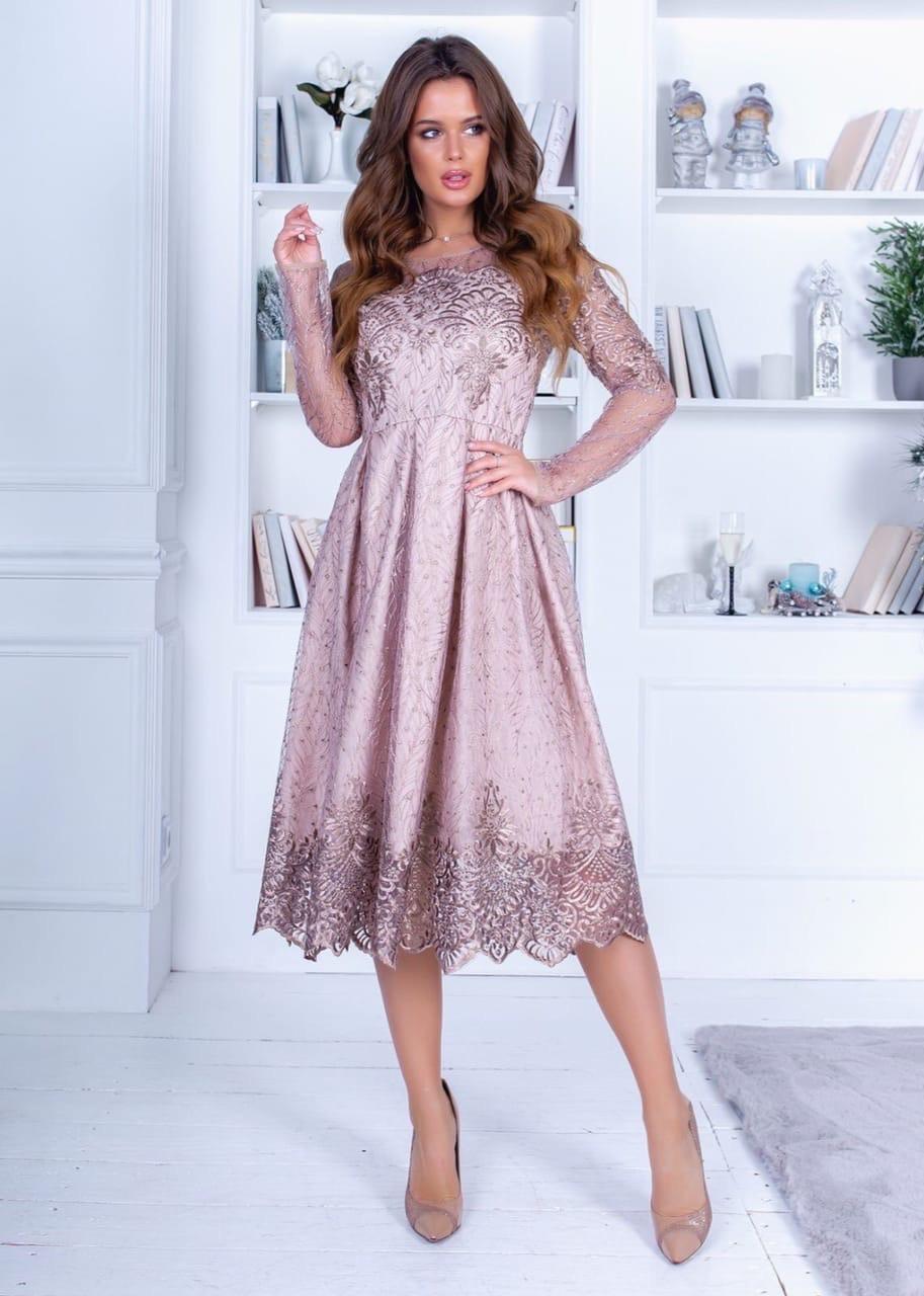 Обворожительное нежное платье с длинным прозрачным рукавом