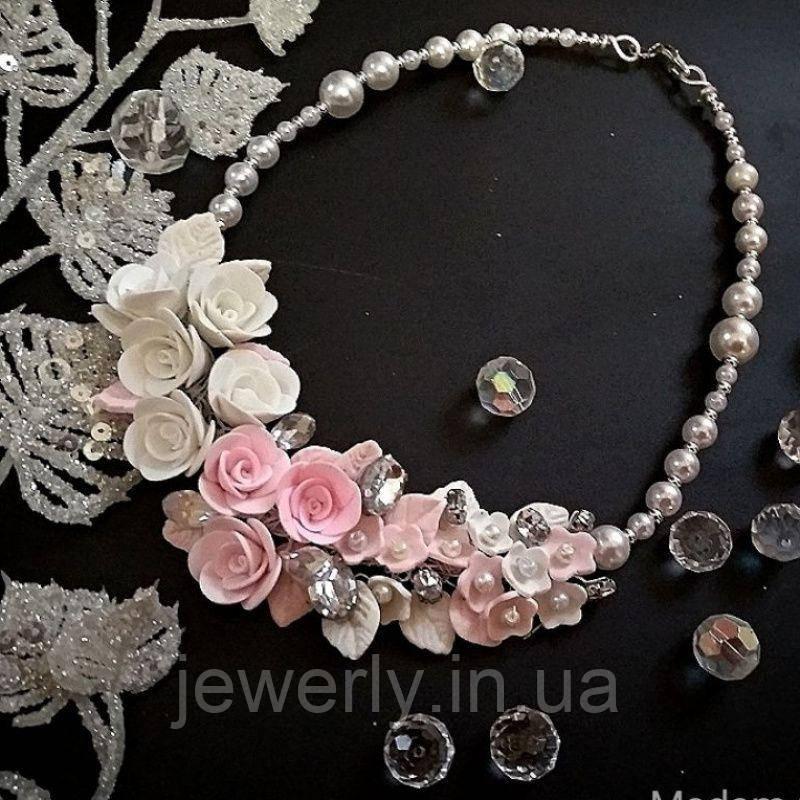 Свадебное колье с белыми и розовыми розами из полимерной глины