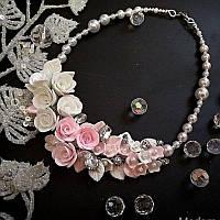 Свадебное колье с белыми и розовыми розами из полимерной глины, фото 1