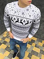 Мужской свитер с оленями белый стильный