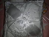 Белоснежная подушечка для крестика.