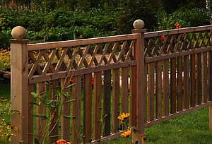 Деревянный маленький забор для дачи LNK