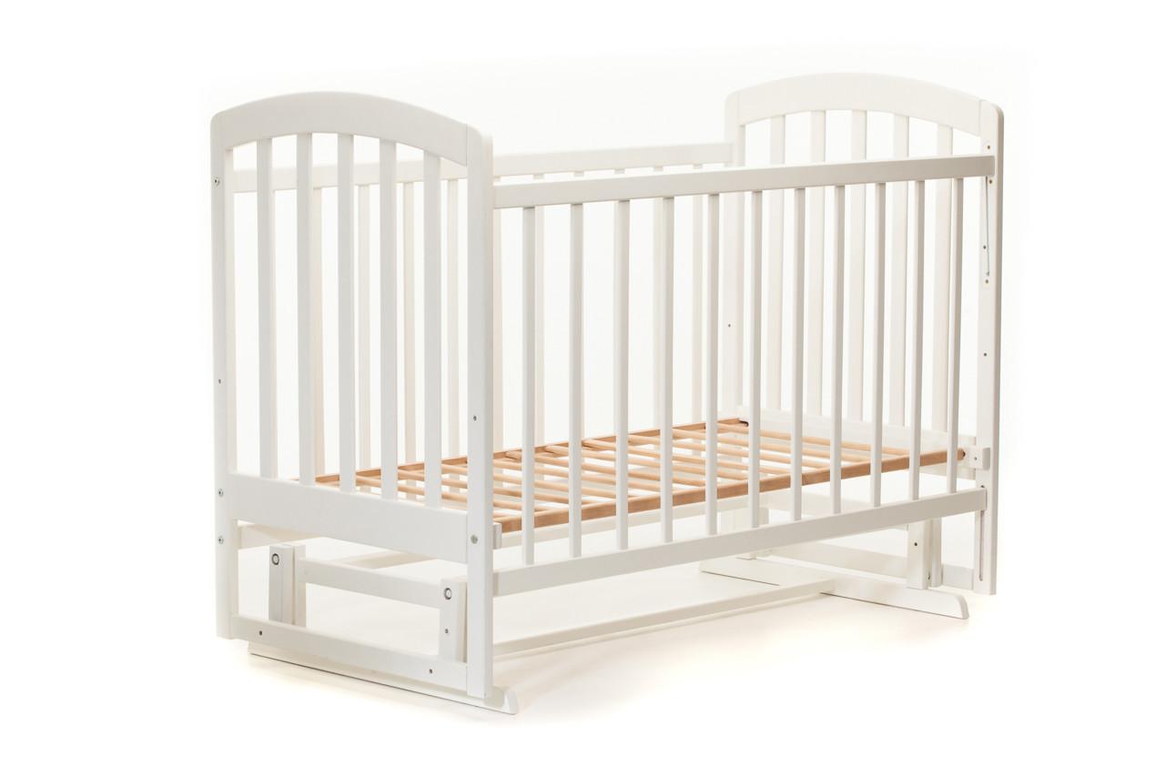 Детская кроватка «LASKA» с маятником ( натуральный лак ) Белая