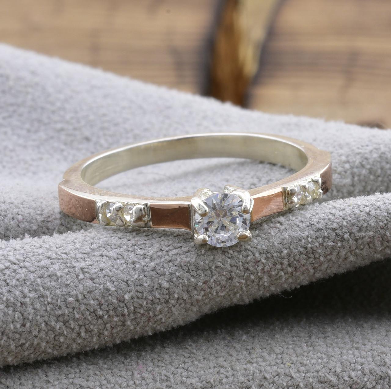 Серебряное кольцо с золотом Рио вставка белые фианиты вес 1.7 г размер 19