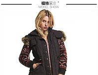 Стильная куртка с вязанными рукавами