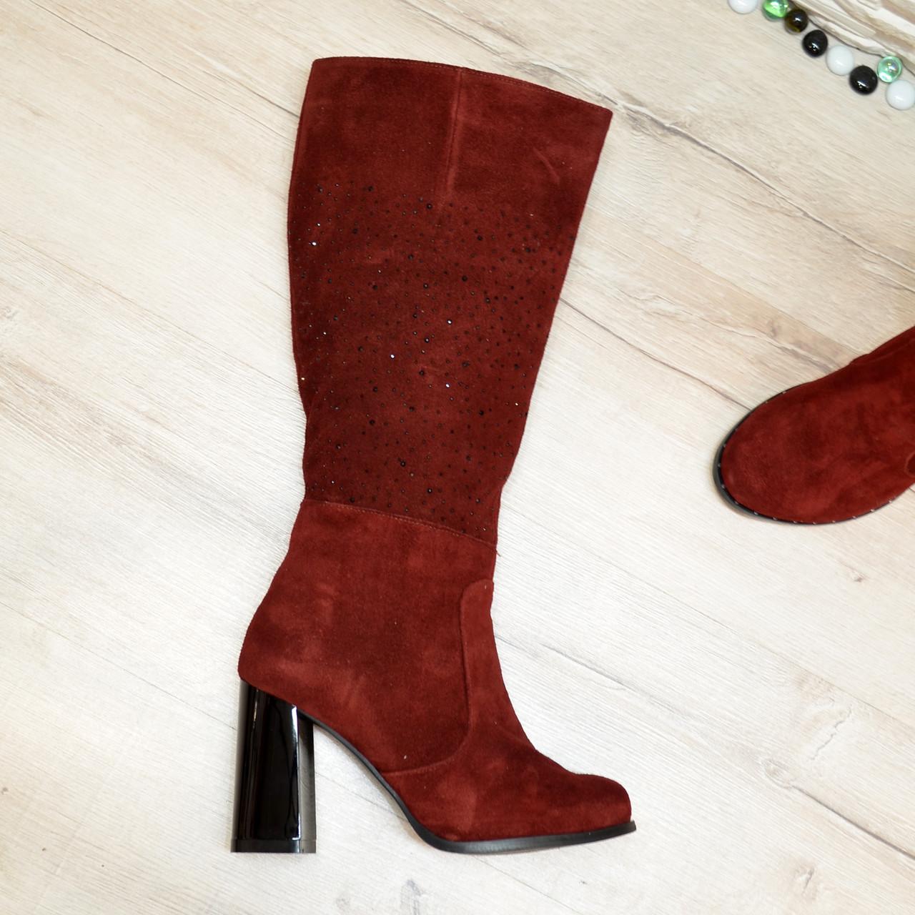 Сапоги зимние замшевые бордового цвета на высоком каблуке, декорированы накаткой камней