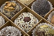 Коробка конфет из сухофруктов.