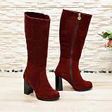 Сапоги демисезонные замшевые бордового цвета на высоком каблуке, декорированы накаткой камней, фото 2