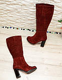 Сапоги демисезонные замшевые бордового цвета на высоком каблуке, декорированы накаткой камней, фото 5