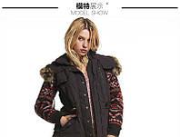 Стильна куртка з в'язаними рукавами