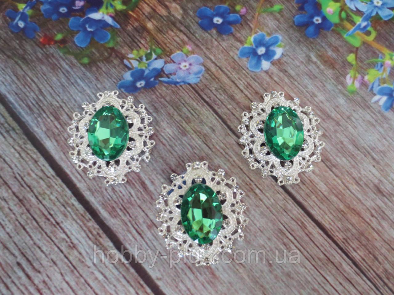 Металлический клеевой декор, 30х32 мм, цвет оправы серебро, цвет камня зеленый, 1 шт