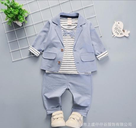 Нарядный костюм тройка на мальчика  джентельмен 3-4 года голубой с бабочкой
