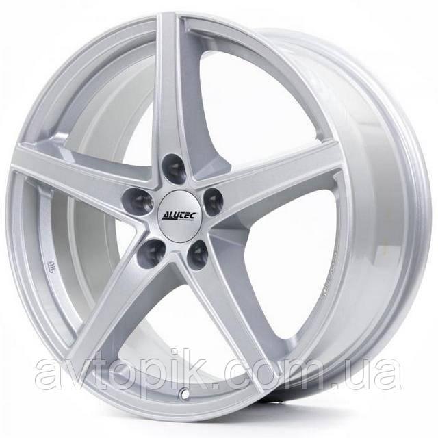 Литые диски Alutec Raptr R16 W6.5 PCD5x114.3 ET38 DIA70.1 (polar silver)