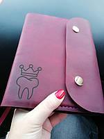 Блокнот в кожаной обложке из натуральной кожи Revier цвета марсала с гравировкой,подарок стоматологу