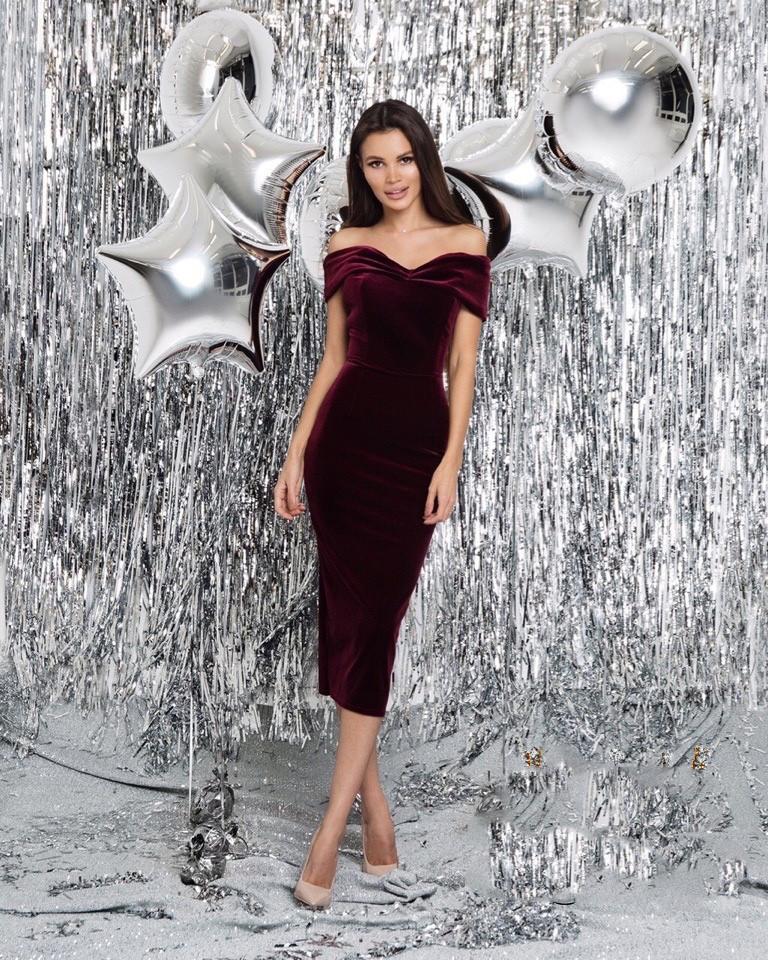 Платье женское длинное из бархата облегающее с открытыми плечами (К29341)