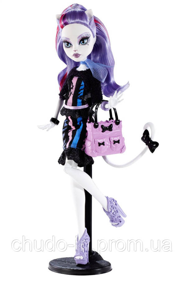 Amazon.com: Monster High Gloom 'n Bloom Catrine DeMew Doll: Toys ... | 900x591