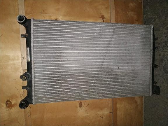 Б/у Радіатор охолодження двигуна 6q0121253ad для Volkswagen Polo 2005-2009