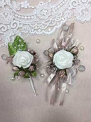 Свадебный набор бутоньерок для свидетелей пудровый