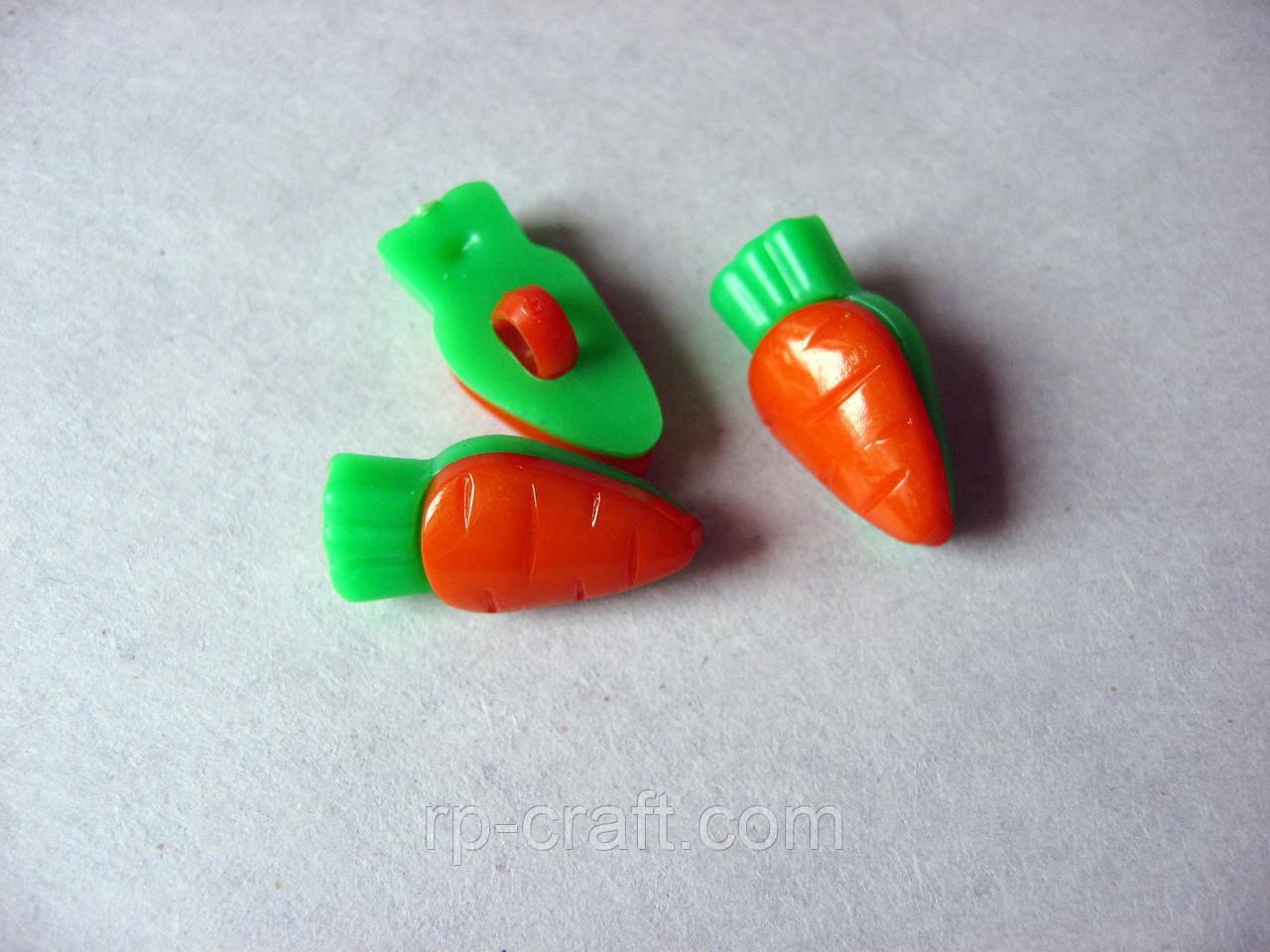 Гудзик пластиковий, декоративний, фігурний, на ніжці. Морква, 9х18 мм