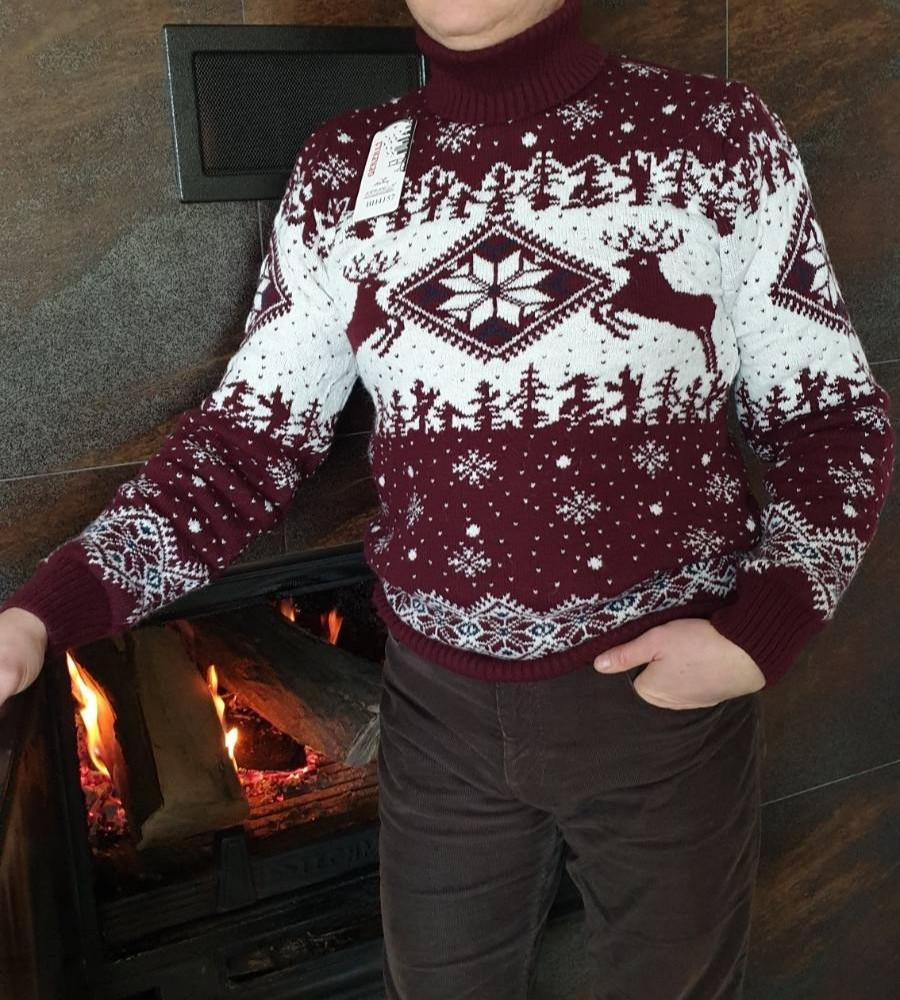Молодёжный вязаный свитер c оленями  на 170-176 роста Марсал