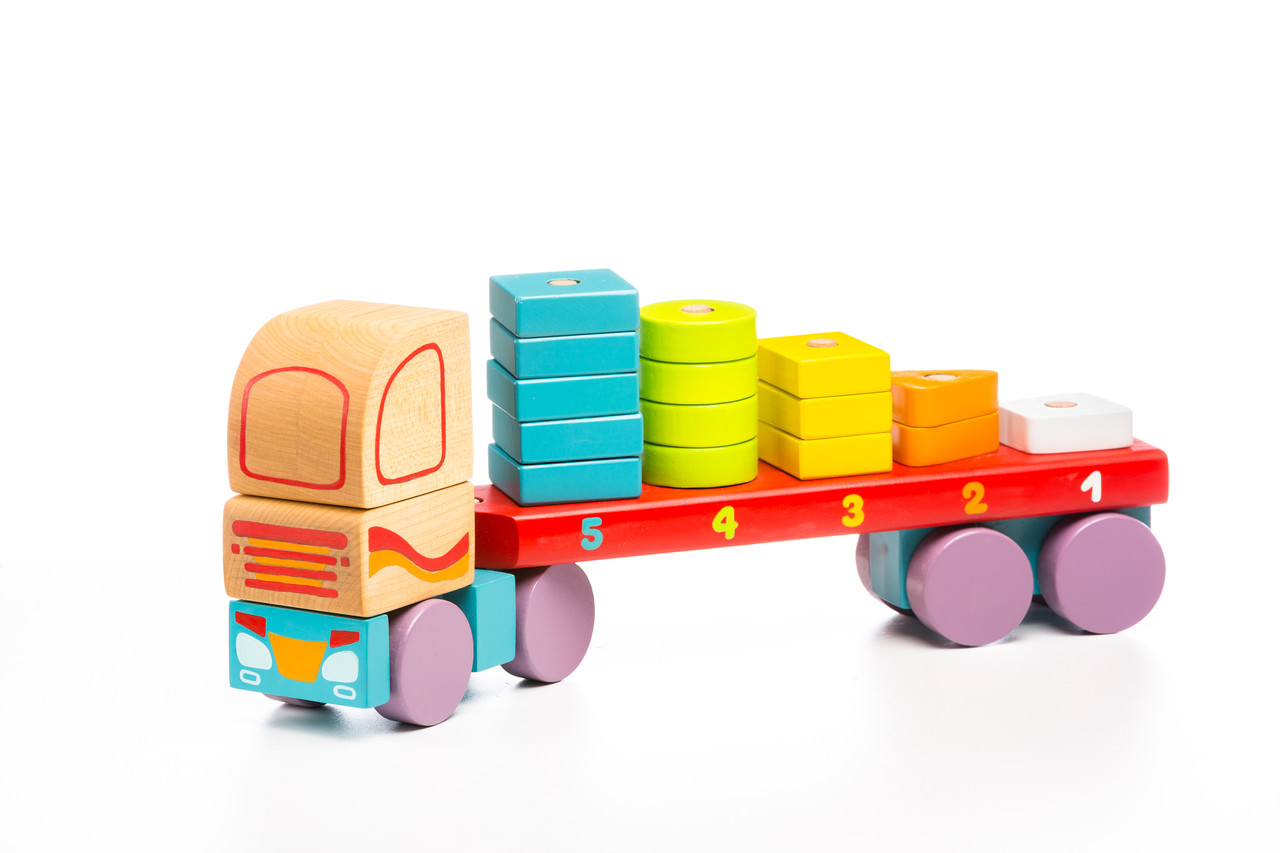 Деревяна іграшка Тягач з Геометричними фігурами TM Cubika