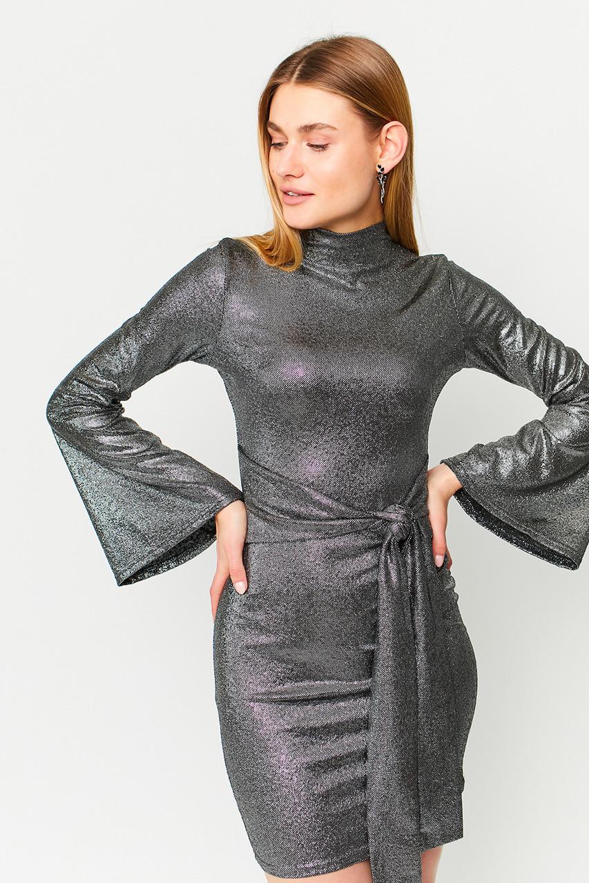 Жіноче чорне блискуче міні сукня з поясом