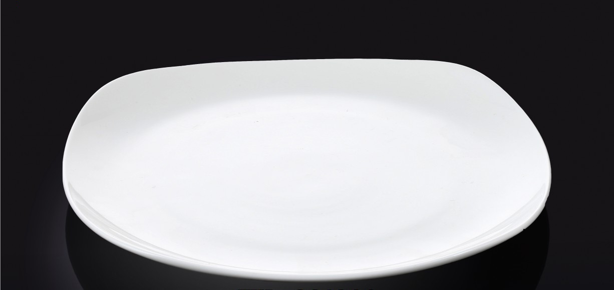 Тарелка фарфоровая десертная Wilmax квадратная (20 см)