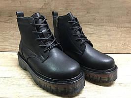 Женские модные демисезонные ботинки из эко кожи черные на толстой подошве Sopra.