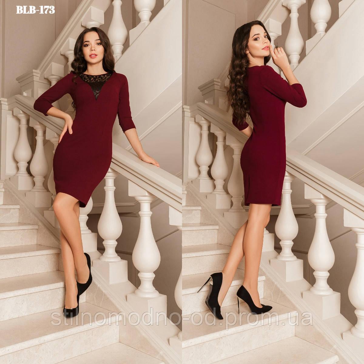 Пріталенне плаття з v-подібним декоративним вирізом від Стильномодно