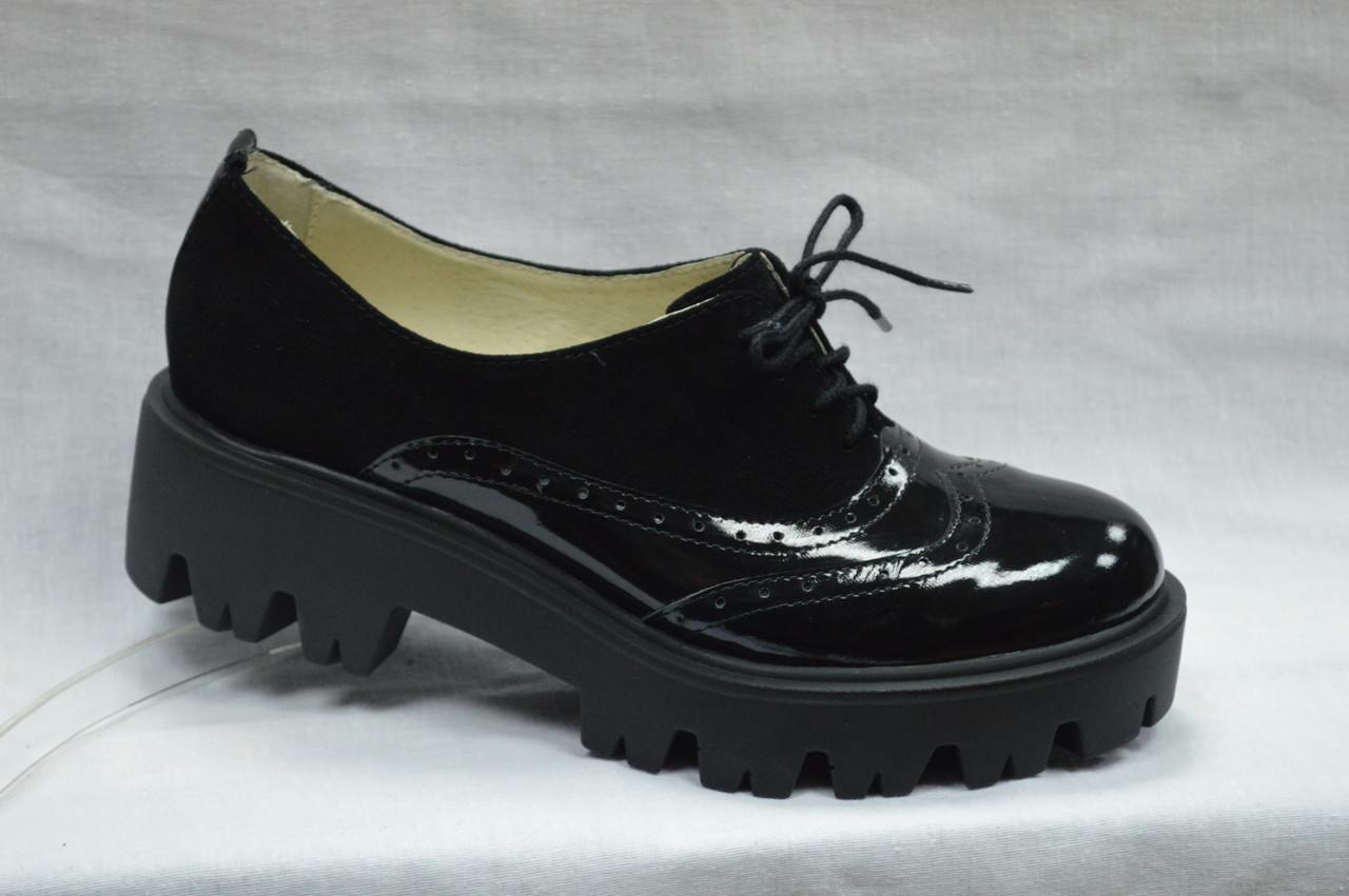 Туфли на высокой подошве со шнурками  Украина.