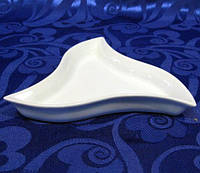 Блюдо фарфоровое Helfer фигурный треугольник 15 см