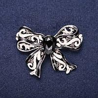 Брошь Бант с камнем эмаль цвет черный белый 50х35мм серебристый металл