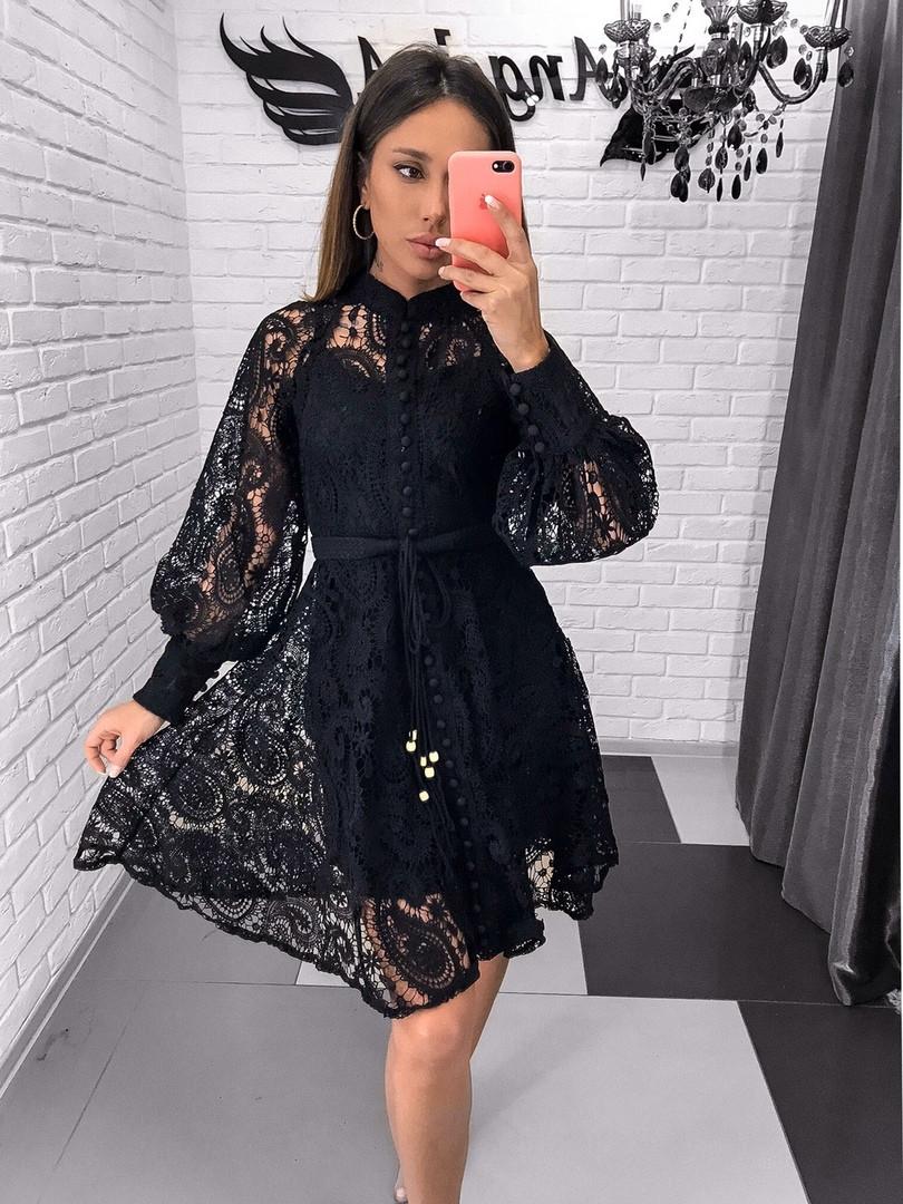 Кружевное платье с рукавом фонариком и расклешенной юбкой 7903594