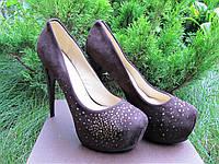 Нарядные женские туфли, замшевые в стразах