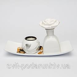 Декоративный подсвечник с белым цветком в миниатюрной вазочке XDS01