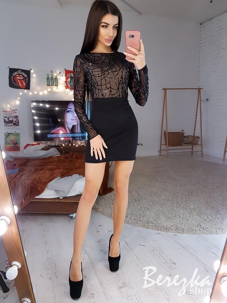 Короткое платье футляр с верхом из сетки с пайеткой и длинным рукавом 68py630Q