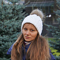 Белая женская шапка двойная с меховым бубоном
