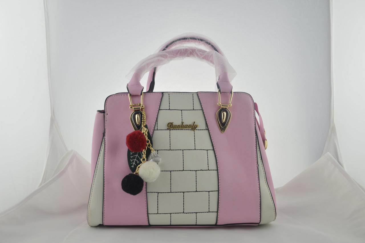 Розовая женская сумка с брелком из эко кожи