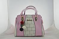 Розовая женская сумка с брелком из эко кожи, фото 1